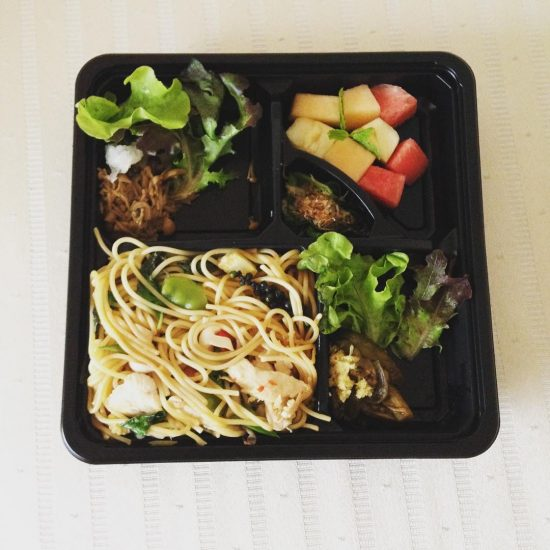 We ordered healthy lunch boxes, pepper spaghetti with chicken, veggies, and fruits from Saladee. We love this Japanese restaurant.