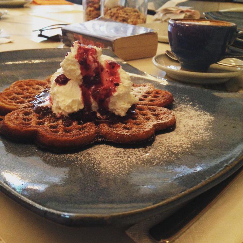 Blueberry whole wheat waffle with Mascarpone cheese @armyxxl
