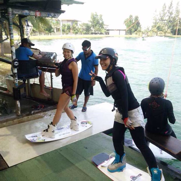 Wakeboarding with @jibjingjing 😍💪🏻🏄🏻🏊🏻