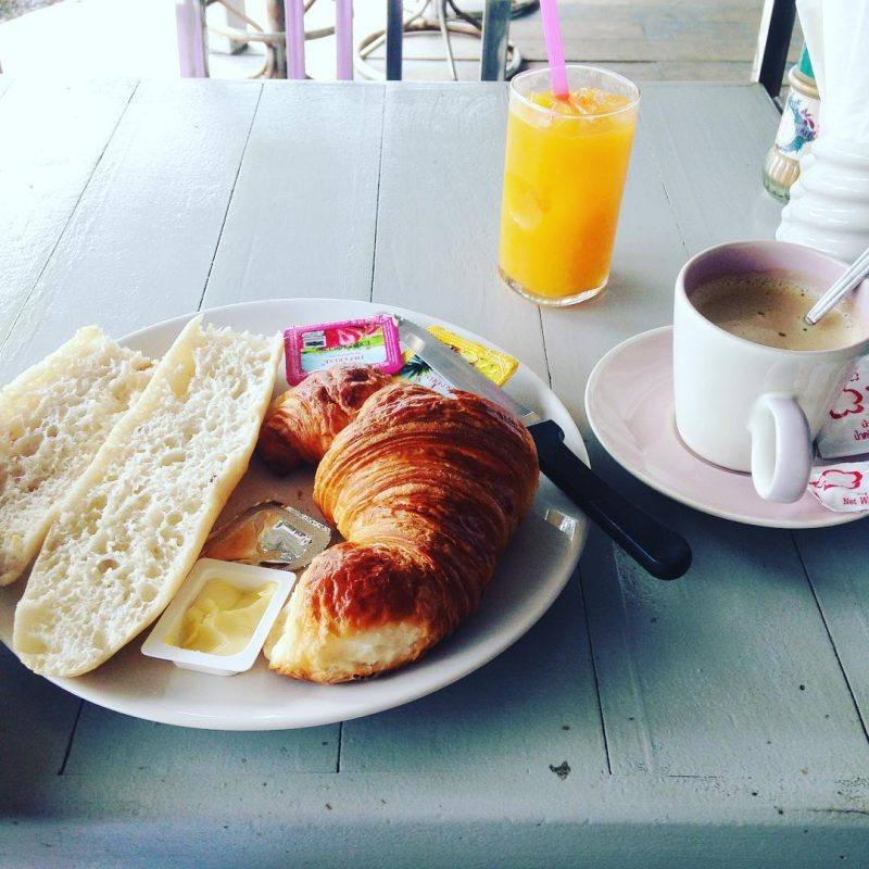 French breakfast today #serebiifoodjournal #islandlife 🌴 I highly recommend you to try this place when you visit Samui. The bread and croissant are so fresh from the oven. The orange juice is also fresh, they squeeze it directly from the oranges, no sugar added. Feeling like eating this in France. Haha 😍😘@armyxxl
