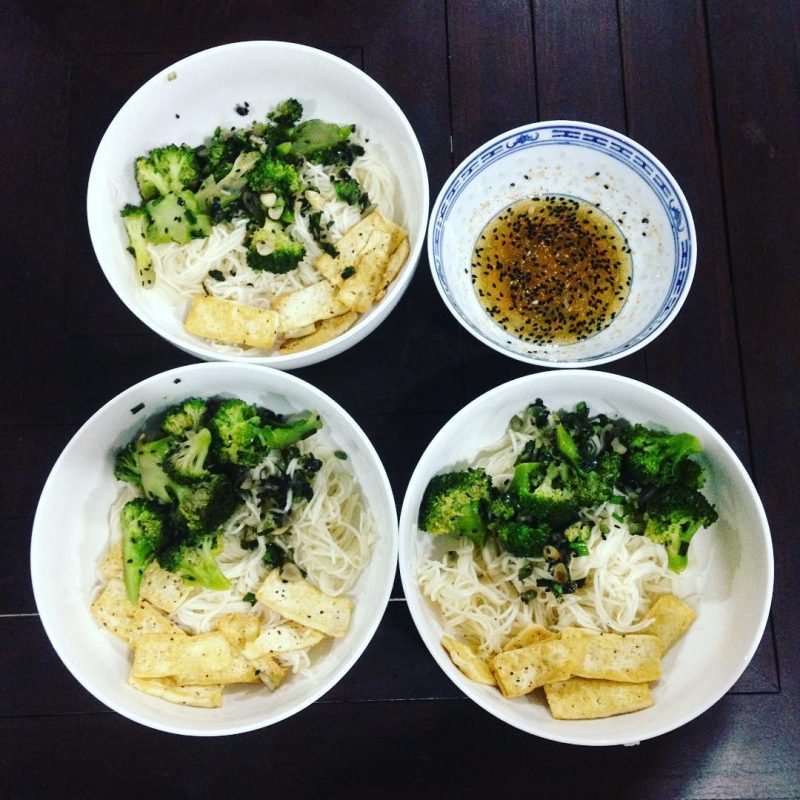 Noodles with stir-fry Broccoli & ginger & spring onions & garlic & black sesame and fried tofu. i didn't have sesame oil so I used extra virgin olive oil instead.  I got this healthy recipe from Jamie Oliver 's page) #islandlife 🌴#serebiifoodjournal
