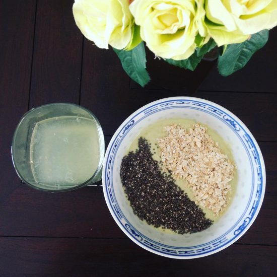 Breakfast bowl of today: Avocado & coconut milk smoothie with oatmeal and chia seeds. #serebiifoodjournal #healthylifestyle #islandlife 🌴