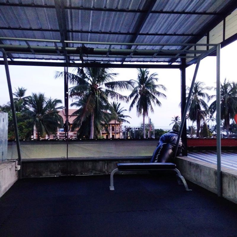 Good evening! Cardio kickboxing has became one of my Wednesday 2017 workout routine. I normally go to yoga class 3-4 times a week. I go SUP with my hubby and Maximus on the weekend. The class was located at the top floor of the gym where I enjoy the view of coconut trees. 🌴