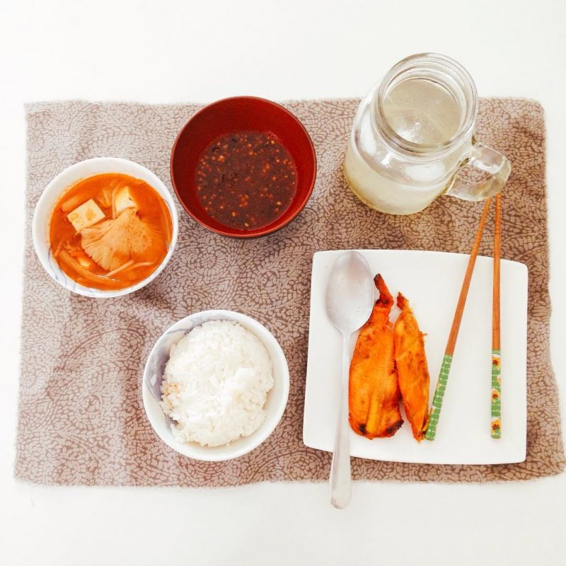 Another kimchi soup & grilled chicken day .. kimchi soup was made by @crystaltravelin.style , chopsticks from @adamantgirl , placemat from @alisha.anne