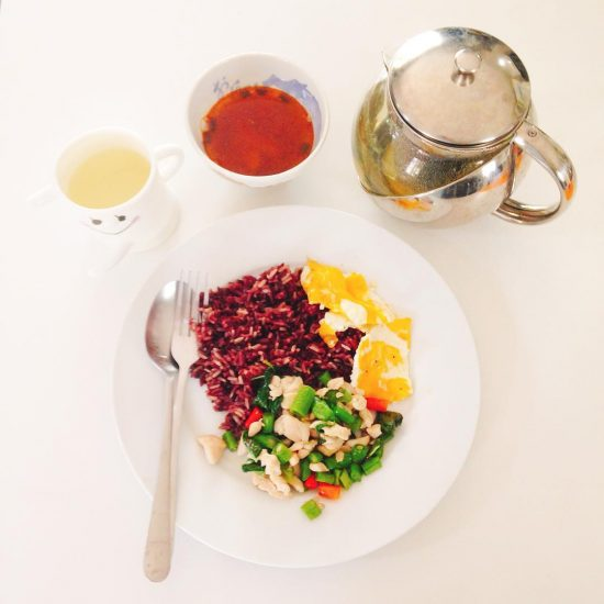 Basil Chicken with egg, tom yum pla (leftover ) and red rice... drink: date mixed green tea.