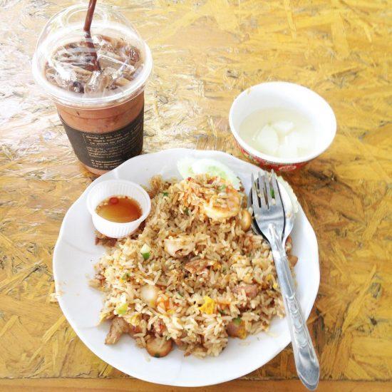 Big breakfast #happymonday @rosakul  missing you here! Lol
