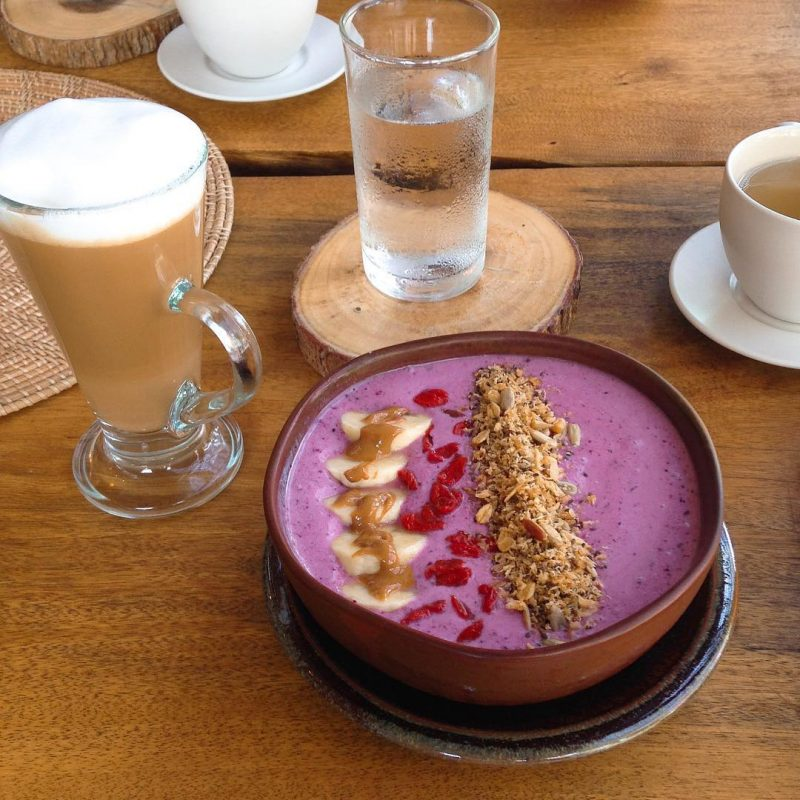 Good morning ☀️😃 I just had super smoothie bowl at wild tribe cafe. It's yummy. Markus and I come here so often now. 😍💕