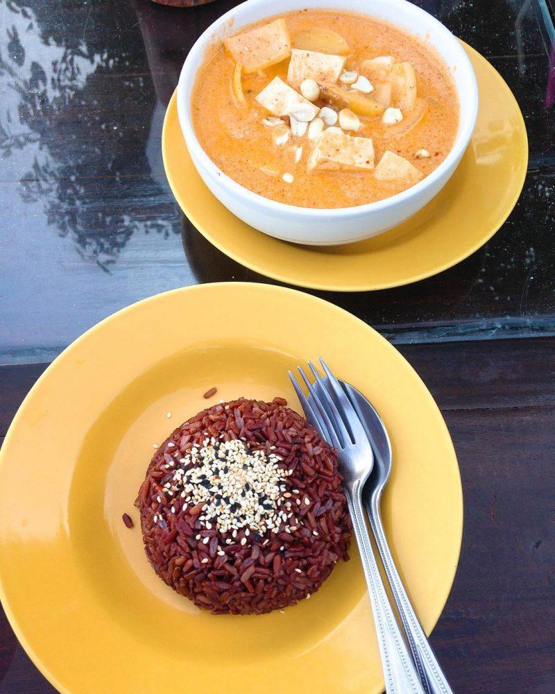 Panang tofu curry with brown rice 💕 #healthyfood