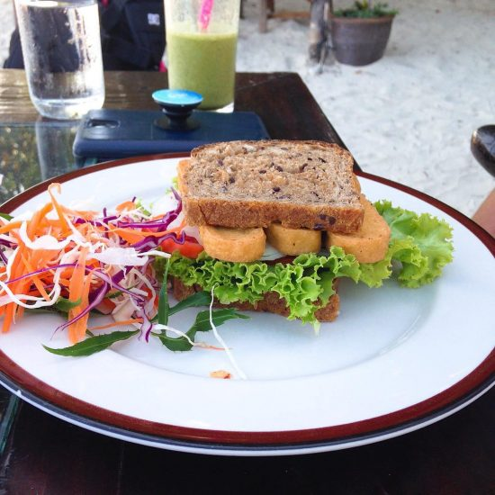 Baked tofu sandwich and detox smoothie #healthyfood