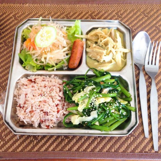 I decided to go for vegetarian food today since my stomach hasn't been doing well. I keep changing my diet from vegetarian to non vegetarian and change back and forth. Maybe I need to change back to vegetarian again. Hope my stomach will be better soon. Any healthy diet is good for you, go for it.