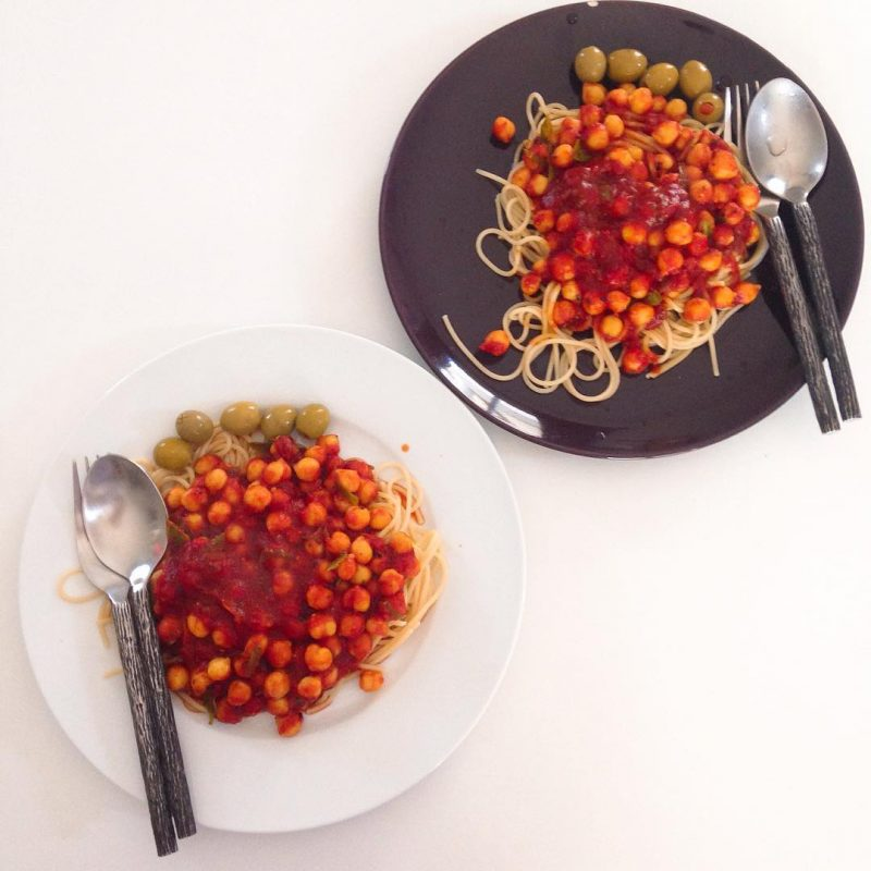 Spaghetti with tomato sauce, garbanzo beans and olives.