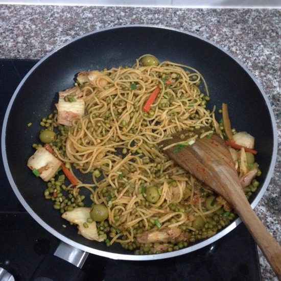 Kimchi & mung beans & olive spaghetti  #healthy #health #vegetarian #veggies #vegetarianfood #namaste #girlonsamui #yogifood #homecookedfood #homecooking #yummy