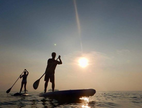 Throw back sunset SUP in the south of Samui... it was amazing. 😉 we wanna do it again soon. 🌊😍💕🌴 #nofilter #sup #standuppaddle #watersport #fun #sunset 🌅
