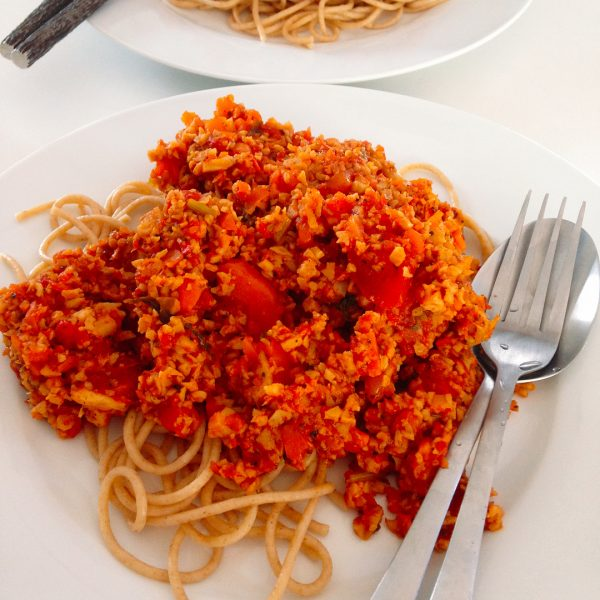 Vegan spaghetti Bolognese (whole wheat spaghetti 🍝 ,tofu, 🍅 dice tomatoes , celery, carrots 🥕 🥕, red onions, black pepper , dried basil 🌿, dried oregano 🌿 , sea salt, coconut sugar 🌴)