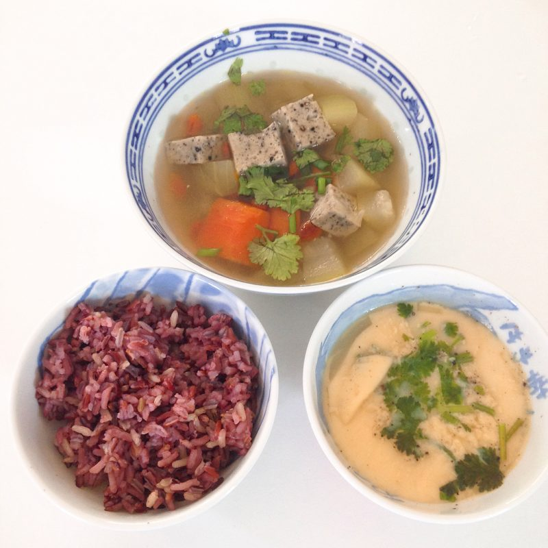 Winter melon & carrot 🥕 & sesame tofu & goji berry soup and steam egg with brown rice.... winter melon soup ingredients  1 melon  1 carrot  2-3 tbsp goji berries  1 tsp ground flax seed  1 tsp black pepper  1/2 block of tofu  Vegetable broth  Cilantro  Green onion  #girlonsamui