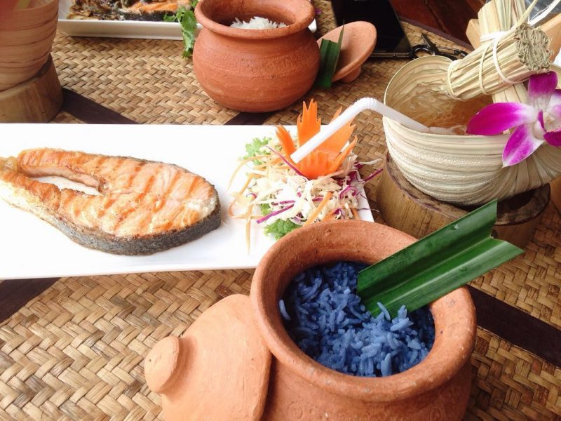 Butterfly pea rice in the mud pot