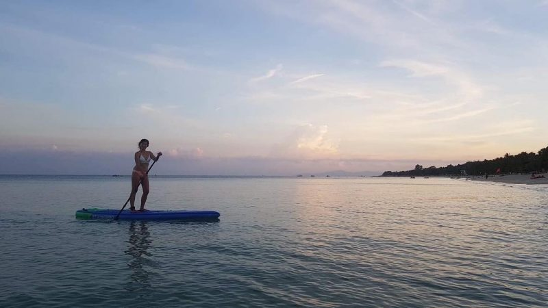 Evening paddle at Lamai beach 🏖 SUP