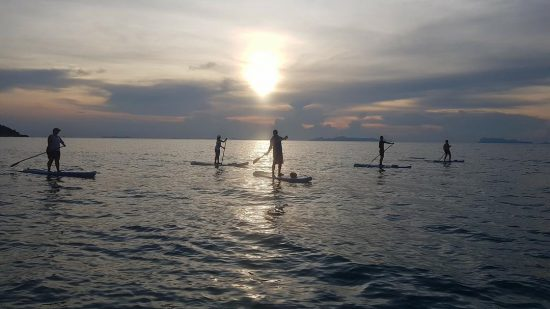 Sunday social SUP with friends in Lipa Noi 🌅 #sunset #kohsamui #thailand #beautiful #loveit