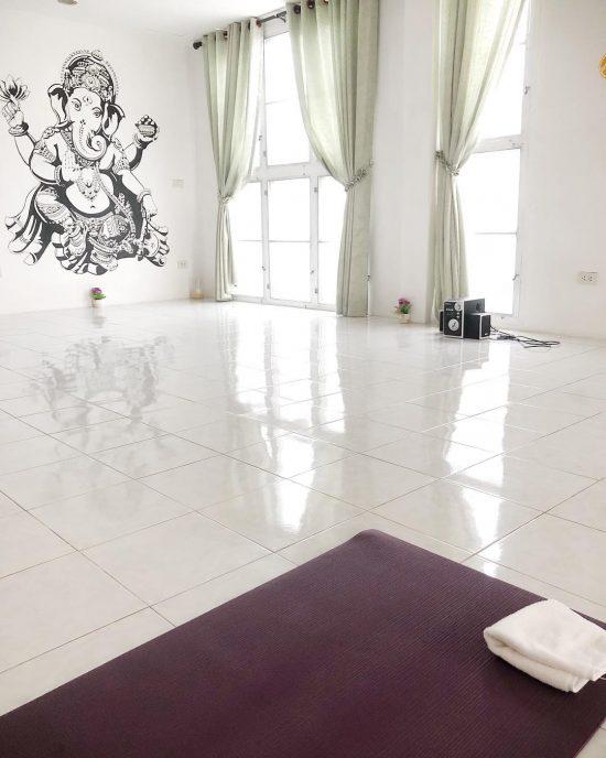 Namaste! Vinyasa class was amazing today. Looking forward to my next yoga class. Next week I'm going to join Ashtanga yoga 🧘🏻♀️.