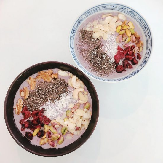 Yummy breakfast smoothie! It took only 5 mins to make. Smoothie: Strawberries Cranberries Oatmeal  Spirulina Vegan coconut yogurt Milk or nut milk  Toppings: Pistachio Cashew nut Almond  Walnuts  Chia seed Shredded coconut  Dried cranberries