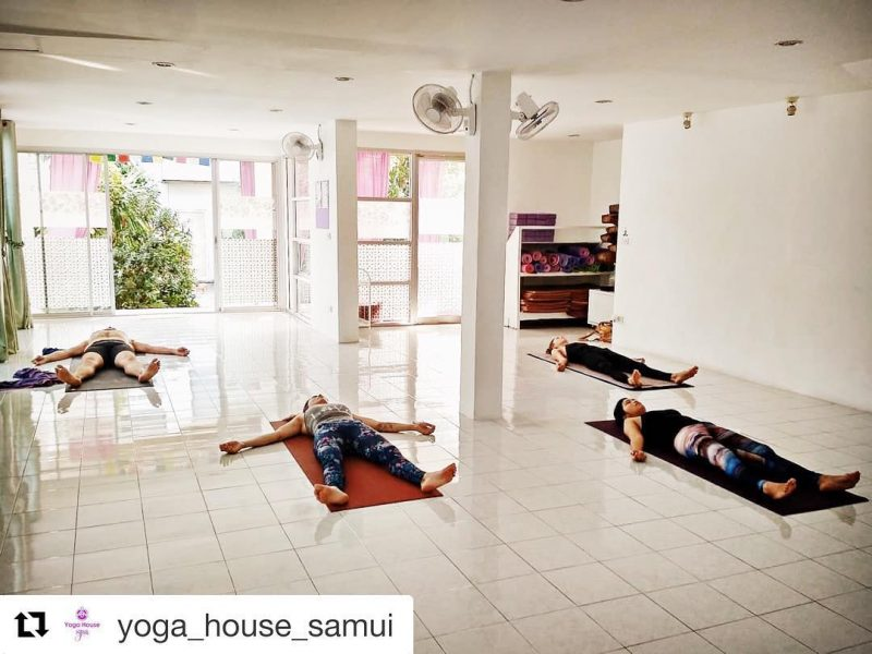 Day 1: I woke up at 5.30 am. I left home to yoga house at 6.15 am. The Ashtanga yoga class at yoga house & spa started at 6.30 am. I'm quite used to waking up early since my parents visited me last month. On the way to yoga studio, it was very quiet. I am liking this routine. While I was doing yoga, my hubby went paddling in lamai. Today class was great, motivating and inspiring. Thank you for today. Namaste 🙏🏻