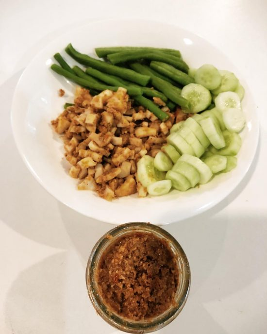 Yummy organic vegan chili 🌶 paste (Vee Jay) from @mumbo_official. I stir fried mushrooms and chili paste together. I ate it with steamed yard long beans, fresh cucumbers and steamed rice berry.