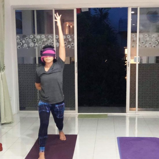 I did blindfold yoga in Teacher Kom's vinyasa class yesterday. It took my self-consciousness out of yoga. Since I didn't see anything, I had to listen to my body guide me to do each pose. No need to care so much if my poses are not perfect. 😆😆 recommend to try this if you wanna challenge yourself. Namaste 🙏🏻