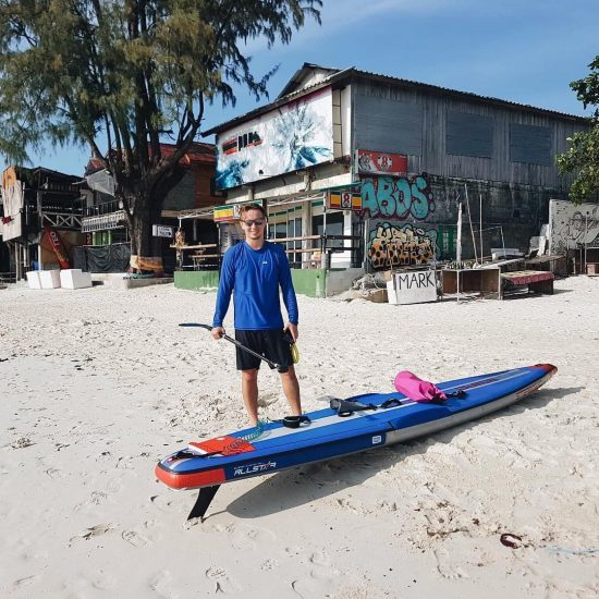 Markus and Ian finally arrived on the full moon party beach, Koh Phangan. It took them for 2 hours to paddle from Koh Samui to Koh Phangan. 😆 March 29, 2019 😆🏝🏖🌊