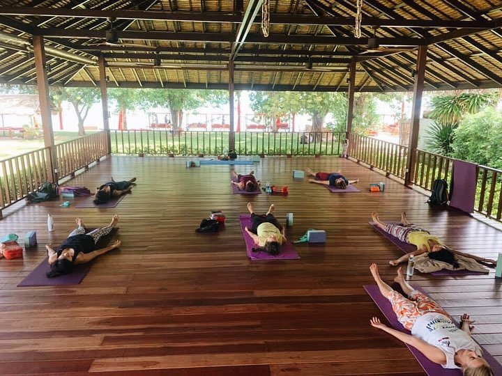 #repost On Thai New Year's Eve we did yoga class with teacher Tammy! Thank you so much for flow yoga today. Happy Thai's New Year to everyone!  Namaste 🙏🏻 🧘🏻♀️💪🏻🥰. #yogajournal #yoganote #yogilife #yoga #yogainspiration #yogaeverydamnday #yogamotivation #yogabuddies