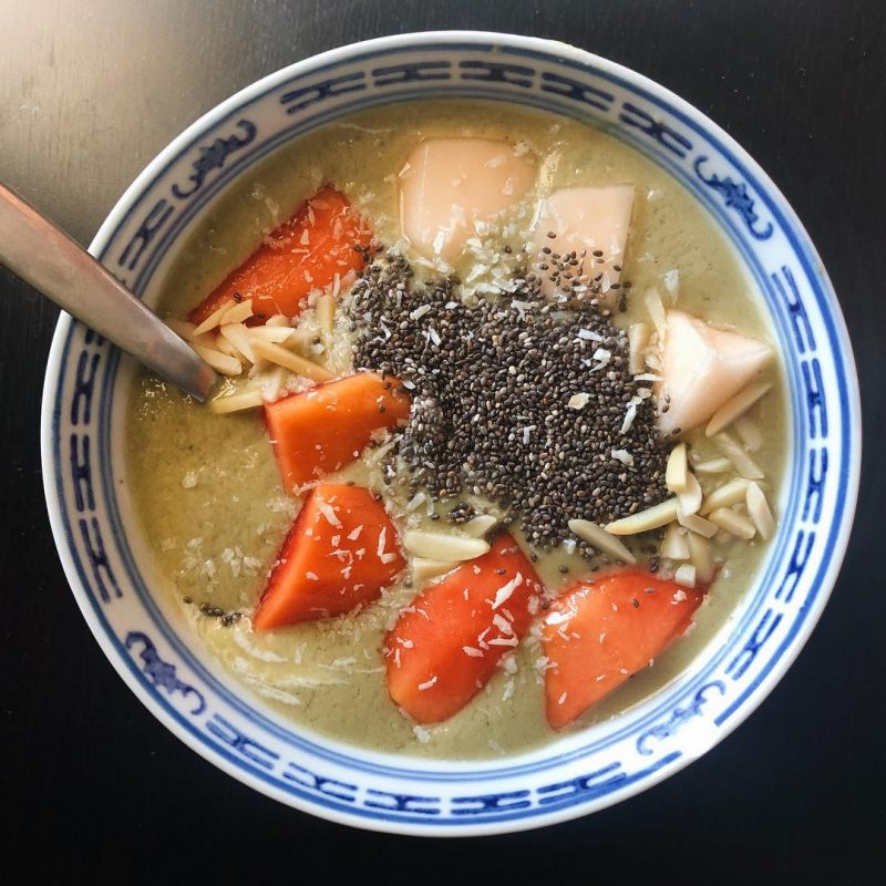 Yummy power tropical 🏝 smoothie bowl: papaya, pineapple 🍍 , cantaloupe 🍈 , protein powder, spirulina, maca powder, chia seeds, almond, shredded coconut 🌴 🥥  #eatwell #healthybreakfast #youarewhatyoueat #imhungry #healthyfood #samui #yummy #foodiegirl #ilovefood
