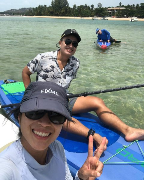 🌴🏄🏻‍♀️🥰Saturday morning paddle 🏝🏖🌊 Today we were enjoying our morning after we had a big night out at O's birthday party. 🎊🎁🎉 we managed to wake up early at 7.30 am and started paddling at Yousabuy at around 9 am. Luckily it wasn't too hot this morning. I was so excited and happy to see a big turtle in the sea 🐢. . . . . .  #perfectday #beachlife #islandlife #happyislanders #lifeisgreat #kohsamui #thailand #SUP #starboardSUP #standuppaddleboarding #paddleboard