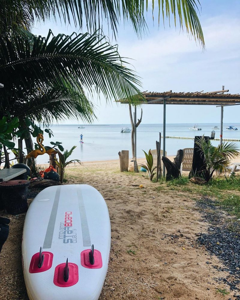 Getting ready for morning paddle! Hello the beach again! 🏝🏖🌊 #perfectday #beachlife #islandlife #happyislanders #lifeisgreat #kohsamui #thailand #SUP #starboardSUP #standuppaddleboarding #paddleboard