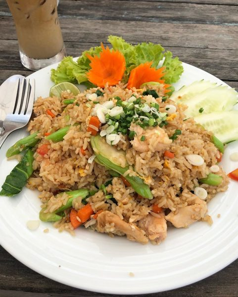 Good morning! Now it's a good time to come to Lamai. The water is super clean and clear! I love it!  Enjoy eating fried rice at Baobab this morning. Yummy! 🥰🥰🥰