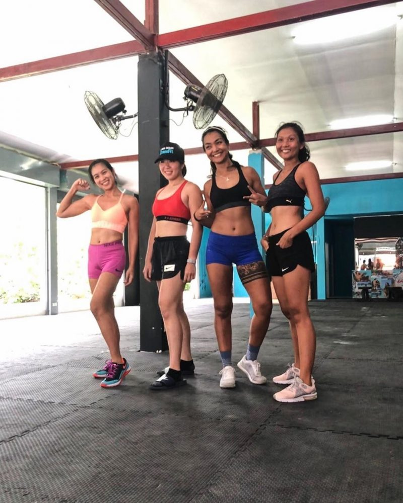 After Saturday crossfit WOD, we were having fun taking photos. Say cheese 😆😆😆 to deadlift. 🤪🤪🤪 Haha 😂  This is how we like to spend our weekend.  What about you? . . . . . . #crossfitdiary #fitness #crossfit #samui #thailand #crossfitsamui #getfitwithme #funworkout #stronggroup #workoutmotivation #workoutinspiration #gymgirls #crossfitcommunity #goodvibes #crossfitnearbeach