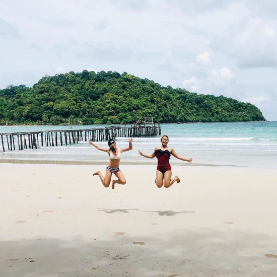 """Stay close to people who feel like sunshine."" 🥰👭 . . . . . . .  #perfectweather #lifeisgood 🌴🏝#kohkood #sea #sand #sun #livingthedream #dreamlife #bethere #islanders #islandgirl #ilovethebeach #worklifebalance"