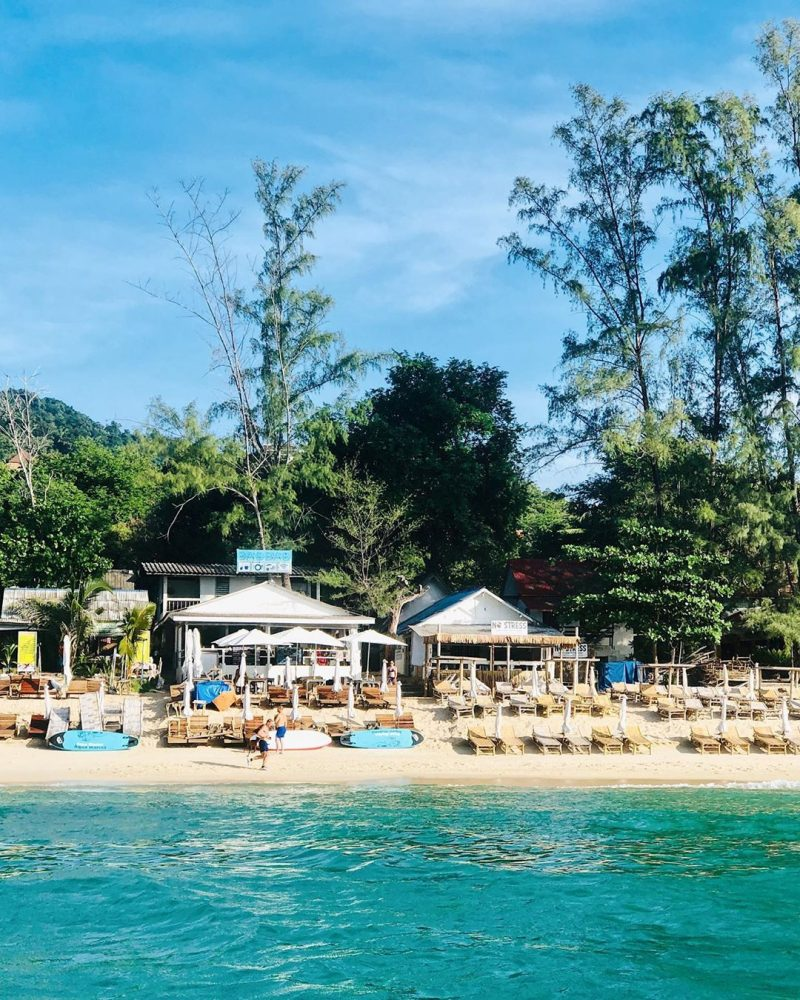 Baobab restaurant is now our favorite spot for eating food, hanging out with our friends, paddling, chilling out, and swimming in Lamai. Love this place! . . . . . .  #perfectweather #lifeisgood 🌴🏝#kohsamui #sea #sand #sun #livingthedream #dreamlife #bethere #islanders #islandgirl #ilovethebeach #worklifebalance
