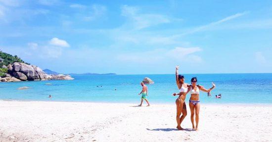 Enjoying our morning on the beach 🏝 . . . . . .  #perfectweather #lifeisgood 🌴🏝#kohsamui #sea #sand #sun #livingthedream #dreamlife #bethere #islanders #islandgirl #ilovethebeach #worklifebalance