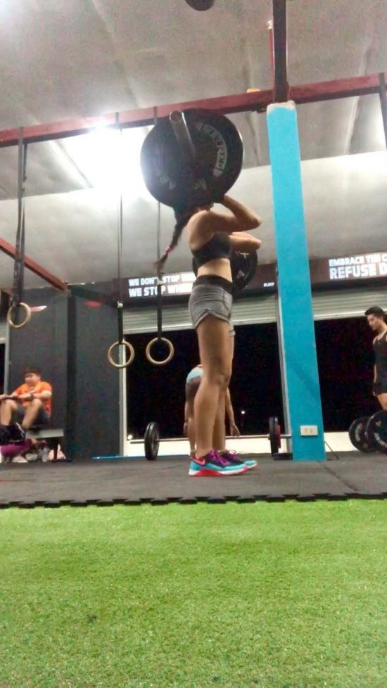 After one week break from training, I came back to the gym again this week. Project comeback day 5: Evening training with friends Clean Chin-ups  Clean & jerk  Front squat  Toes-to-bar  Kipping